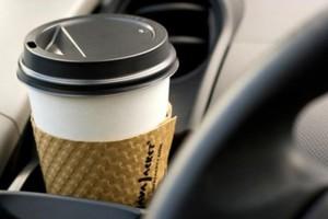 Οι Βρετανοί θέλουν να χρεώνονται και τα χάρτινα ποτήρια του καφέ