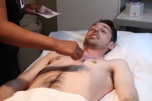 Άντρες σε κέντρο αισθητικής