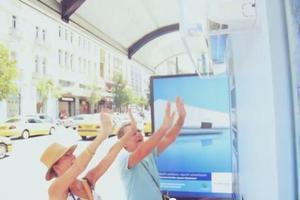 Μια ξεχωριστή στάση λεωφορείου στην Πλατεία Κλαυθμώνος