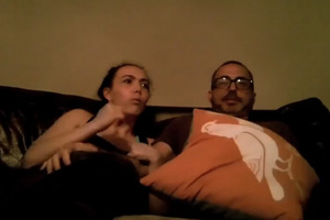 Πατέρας και κόρη παρακολουθούν ταινία τρόμου