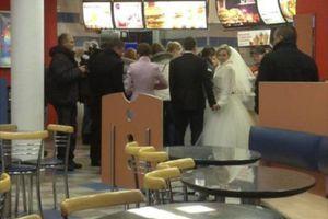 Ξεκαρδιστικές στιγμές σε fast food