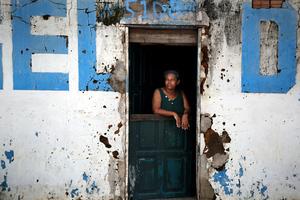 Η λάμψη του Μουντιάλ δεν «φωτίζει» τους φτωχούς Βραζιλιάνους