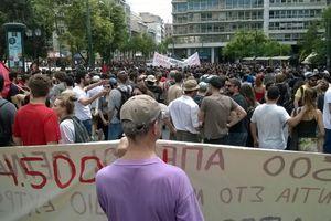 Συγκέντρωση διαμαρτυρίας έξω από τη Βουλή ενάντια στις «φυλακές τύπου Γ'»