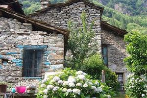 Πωλείται χωριό όσο… ένα σπίτι