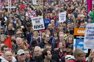 Χιλιάδες εργαζόμενοι στους δρόμους του Λονδίνου
