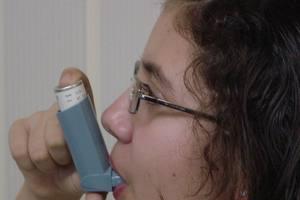 Τα εισπνεόμενα φάρμακα κατά του παιδικού άσθματος φρενάρουν την ανάπτυξη