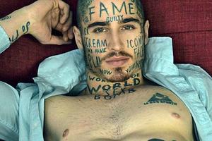 Έκανε 24 τατουάζ για να γίνει ο πιο γνωστός άνδρας παγκοσμίως!