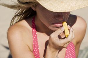 Προστατέψτε τα χείλη σας και το καλοκαίρι