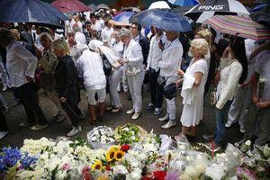«Λευκή» πορεία στο Άμστερνταμ στη μνήμη των θυμάτων της πτήσης MH17