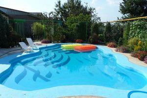 Ιδιόχειρη πισίνα