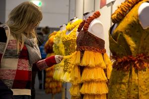Φορέματα υψηλής ραπτικής από... προφυλακτικά