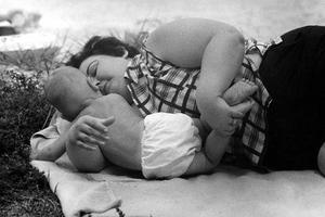 Το μεγαλείο της μητρότητας μέσα στα χρόνια