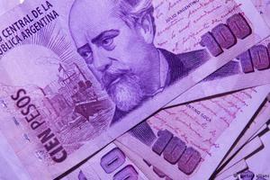 Οι οίκοι Fitch και S&P υποβάθμισαν την πιστοληπτική ικανότητα της Αργεντινής