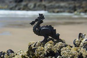 Το μυστήριο της παραλίας που είναι γεμάτη Lego