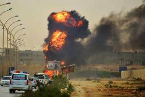 Στις φλόγες και δεύτερη δεξαμενή στη Λιβύη