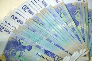 Οριακή αύξηση στο διαθέσιμο εισόδημα των νοικοκυριών