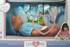 Έφτιαξαν κούκλα με πέος για κοριτσάκια