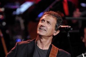 Ο Γιώργος Νταλάρας unplugged στη Θεσσαλονίκη