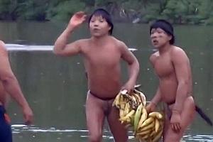 Φυλή του Αμαζονίου στην πρώτη της επαφή με τον κόσμο