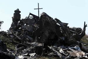 Νέα μακάβρια ευρήματα στον τόπο της συντριβής της πτήσης MH17