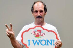Κέρδισε δύο φορές σε τρεις μήνες από ένα εκατομμύριο δολάρια στο λαχείο!