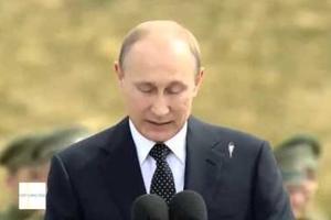 Πουλί κουτσουλάει τον Πούτιν ενώ βγάζει λόγο!