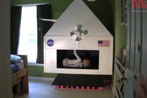 Ένα διαστημόπλοιο για το γιο του