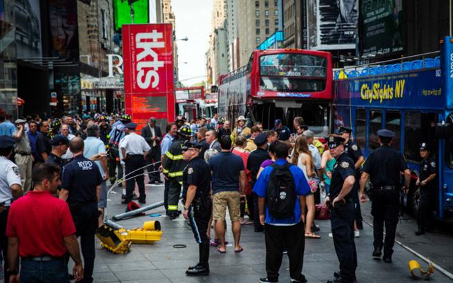Σύγκρουση τουριστικών λεωφορείων στην Times Square