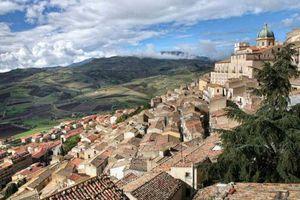 Πωλούνται σπίτια στη Σικελία για μόλις... ένα ευρώ!
