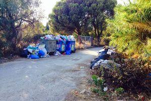 Βουνά σκουπιδιών στην Ερέτρια