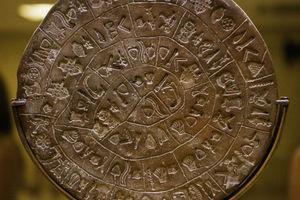 Διεθνούς φήμης γλωσσολόγος «αποκρυπτογραφεί» τον δίσκο της Φαιστού