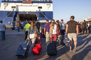 Μικρή κάμψη στη διακίνηση επιβατών στα λιμάνια