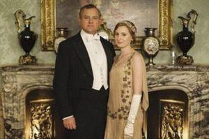 Ανθρωπιστική καμπάνια μετά τη γκάφα με το μπουκάλι στο «Downton Abbey»