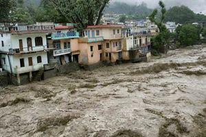 Κατακλυσμιαίες βροχοπτώσεις έχουν βυθίσει στο νερό 1500 χωριά στην Ινδία