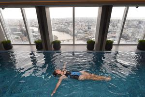 Αυτή είναι η ψηλότερη πισίνα στον κόσμο