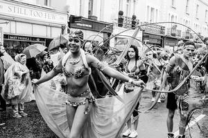 Kαρναβάλι υπό βροχή στο Notting Hill