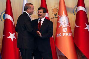 Νίκη Ερντογάν στη μάχη εξουσίας με τον Νταβούτογλου