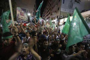 Πλημμύρισαν τους δρόμους οι Παλαιστίνιοι για την εκεχειρία