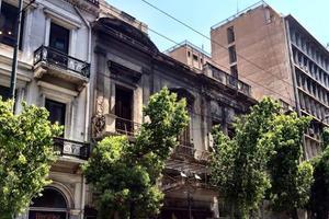 Μανιάτης: Άμεσα μέτρα για αξιοποίηση των εγκαταλειμμένων κτιρίων