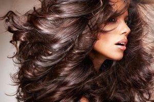 Τρικ για σούπερ όγκο στα μαλλιά