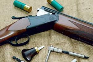 Κυνηγετικά όπλα έστειλαν πατέρα-γιο στο κρατητήριο