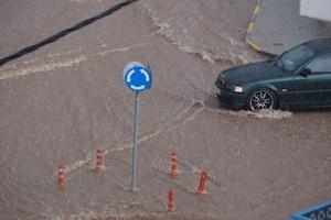 Πνίγηκε η Κοζάνη από τις βροχές