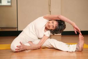 Η γηραιότερη δασκάλα της γιόγκα