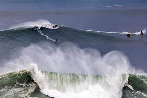 Το ψαροχώρι της Πορτογαλίας με τα γιγάντια κύματα