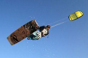 Τραυματίστηκε 37χρονος χειριστής kite-surf στη Ρόδο
