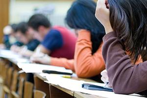 Λιγότεροι οι εισακτέοι φέτος στην ανώτατη εκπαίδευση