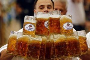 Επανένταξη πρώην αλκοολικών με δώρο ποσότητες... μπίρας