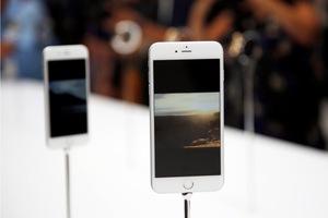 Η Apple ενισχύει την παραγωγή των iPhone 6