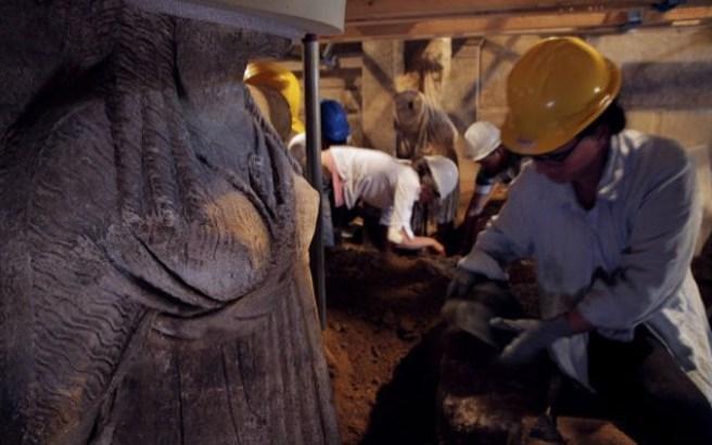 Αποκαλύφθηκαν ολόσωμες οι Καρυάτιδες