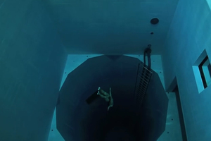 Κατάδυση στην πιο βαθιά πισίνα του κόσμου